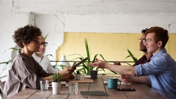 """🌱 """"Se planter, c'est planter."""" : Interview Créative avec Gauthier Helloco – auteur et facilitateur"""